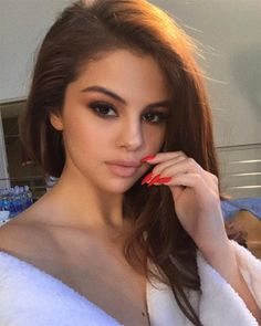 Selena Gomez rocks fire engine red nails and a gorgeous smoky eye!