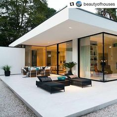 #Repost @beautyofhouses (@get_repost)  Beautiful modern home! Do you like this home? Tag 3 friend who would like it! Follow @beautyofhouses for more daily architecture  ---------------------------- : Unknown : DM for credit ---------------------------- #Beautyofhomes #architecturelover #mansion #villa #dreamhouse #modernhome #mansionhouse #houses #Architecture #Design #exteriordesign #housegoals #bosslife #luxurylifestyle #Home #housedesign #topview #luxuryhomes #homesweethome #Architecture…