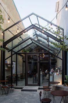 restaurant exterior Gallery of Brewman Coffee Concept / 85 Design - 11 Outdoor Restaurant Design, Restaurant Exterior Design, Modern Restaurant, Restaurant Patio, Café Exterior, Rustic Houses Exterior, Exterior Stairs, Cafe Shop Design, Coffee Shop Interior Design