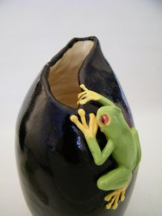Brilliant!    Hand made & sculpted Frog Pot / Vase by HopnFrogPottery on Etsy, $185.00