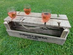 handmade picnic trug from old pallet via https://twitter.com/CrateCrazy/status/364056836749533184/photo/1