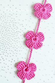 Prinsessajuttu: Virkatut avainkaulanauhat (3 ohjetta) Different Flowers, Bare Foot Sandals, Crochet Flowers, Dress Patterns, Diy And Crafts, Crochet Earrings, Butterfly, Knitting, Handmade