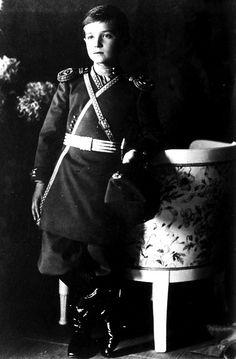 30 ΑΠΡΙΛΙΟΥ..... το 2008, δύο σκελετοί ανακαλύπτονται στη Ρωσία και έρευνες επιβεβαιώνουν ότι πρόκειται για τα απομεινάρια του Τσάρου Αλεξέι και μιας από τις αδελφές του. Εκτελέστηκαν κατά τη διάρκεια της ρωσικής επανάστασης το 1918, γεγονός το οποίο την πτώση της βασιλείας και την καθιέρωση του κομμουνισμού στην Ρωσία