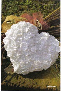 cuscino portafedi cuore fiorellini (1) - magiedifilo.it punto croce uncinetto schemi gratis hobby creativi