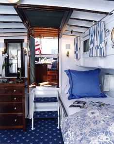 Beautiful And Comfortable Boat Interior Designs To Make Your Mouth Water - Bored Art - Sailboat about you searching for. Sailboat Living, Living On A Boat, Boot Dekor, Narrowboat Interiors, Sailboat Interior, Houseboat Living, Interior Design Portfolios, Floating House, Boat Design