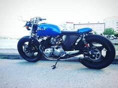 Very clean look , on this Honda cb 750 caferacer , build by  @linusharrysson huge transformation , thanks for sharing