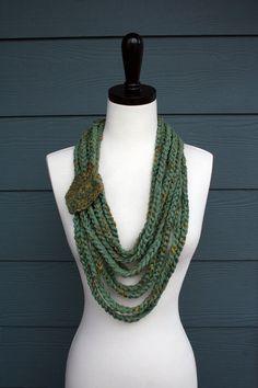 Testa med många matchande färger  Stylish Layered Scarf Crochet Scarf Pattern PDF Made In USA