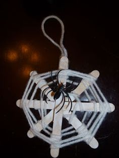 Save Green Being Green: Try It Tuesday: Spider Web Crafts for Kids Halloween Crafts For Kids, Halloween Activities, Holiday Activities, Halloween Projects, Holidays Halloween, Halloween Kids, Fall Crafts, Kids Crafts, Halloween Spider