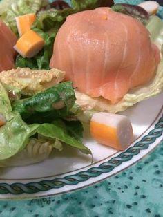 Un dôme de saumon fumé, à base de crème d'avocats, de rillettes de thon. Une entrée très fraîche qui peut être servie lors d'un repas de fête.