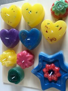 Velas individuales, con corazones y flores