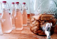 How to make homemade pink rhubarb gin with just three simple ingredients. Also includes expert tips on how to grow your own rhubarb plants at home How To Make Gin, Make Your Own Wine, How To Make Homemade, Homemade Bar, Gin Recipes, Rhubarb Recipes, Alcohol Recipes, Salami Recipes