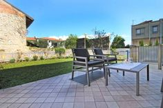 Degli Ulivi Beach Luxury apartment Toscolano Maderno Degli Ulivi Beach Luxury apartment is a detached holiday home with a garden, situated in Toscolano Maderno. The unit is 37 km from Verona. Free WiFi is available .