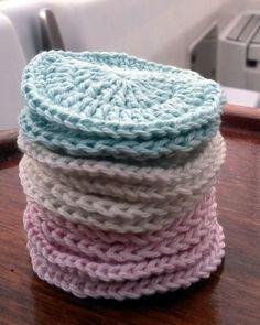 Hæklede økologiske make up pads, gratis DIY Knitting Patterns Free, Free Knitting, Sewing Patterns, Crochet Patterns, Crochet Home, Free Crochet, Knit Crochet, Yarn Crafts, Diy And Crafts