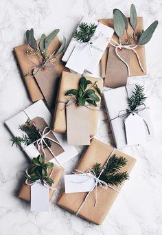 12 Beautiful Christmas Gift Wrap Ideas!