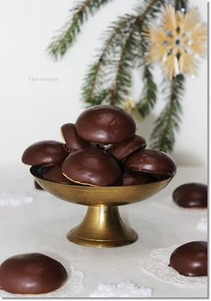 :Mézes puszedli. Ginger Cookies, Winter Food, Xmas, Christmas, Biscotti, Macarons, Decorative Bowls, Food Photography, Food And Drink