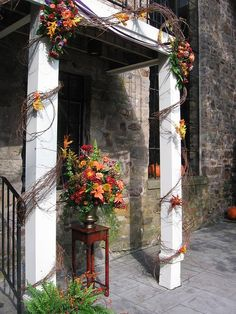 Fall-themed outdoor decor | #weddings #fall #outdoor #archway