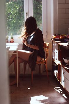 Morning light in the kitchen. Easy Like Sunday Morning, Morning Light, Early Morning, Morning Mood, Morning Coffee, How To Pose, Lazy Days, Küchen Design, Simple Pleasures