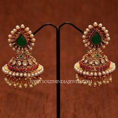 19 Beautiful Gold Jhumka Designs You Need To See Gold Jhumka Earrings, Indian Jewelry Earrings, Jewelry Design Earrings, Gold Earrings Designs, Indian Wedding Jewelry, Gold Jewellery Design, Antique Earrings, Gold Jewelry, Necklace Designs