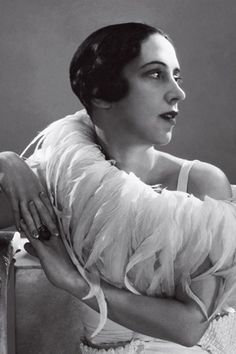 0c29bc6af9 Homárruha és társai - Elsa Schiaparelli hordható művészete. Az olasz  származású tervezőnőt legtöbben úgy tartják