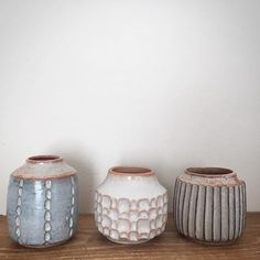 Different clay bodies, glazes, patterns and shapes, still friends. #stoneware #keramik #ceramics #pottery #dspattern