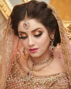 If you are going to be a bride soon and already know what you'll be wearing on your functions, then the next step is getting the perfect wedding makeup. Here are some Indian bridal makeup images to help you pick what you want. Bridal Makeup Images, Bridal Eye Makeup, Bridal Makeup Looks, Bridal Looks, Bridal Hair, Pakistani Bridal Makeup, Indian Wedding Makeup, Indian Bridal Outfits, Pakistani Wedding Dresses