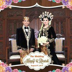 09.08.15 My wedding reception #javanessewedding #indonesianculture #proudindonesian #jawabatak #adatjawa #kebaya #beludru #velvet