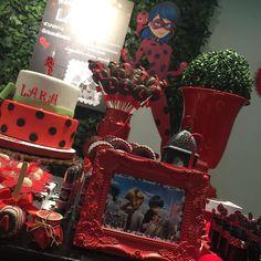 I'm turning 16 and I want something like this ♥‿♥ Frozen Birthday Party, 4th Birthday Parties, Birthday Party Decorations, 2nd Birthday, Party Favors, Ladybug Cakes, Meraculous Ladybug, Ladybug Centerpieces, Cumpleaños Lady Bug