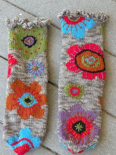 Worsted-weight socks worked flat with intarsia. Ravelry: Project Gallery for #15 Fall Blooms pattern by Mags Kandis
