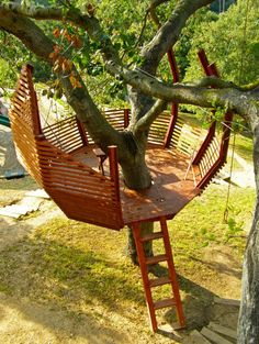 We love this unique circular treehouse design. The shape really makes the most of the surface area.