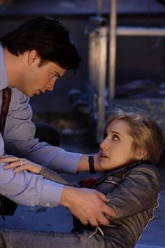 Still of Allison Mack and Tom Welling in Smallville (2001)