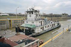 File:Towboat Enid Dibert departing main lock at McAlpine Locks ...
