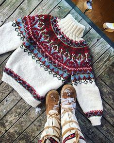 Icelandic Sweaters, Knitting Books, Fair Isle Knitting, Sweater Design, Mittens, Christmas Sweaters, Wool, Crochet, Pattern