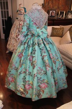 prensa European Dress, 18th Century Clothing, Baroque Fashion, Doll Clothes, Vintage Outfits, Valencia Spain, Costumes, Dressers, My Style