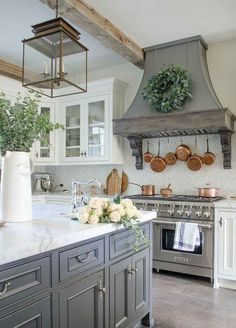 60 Stunning French Country Kitchen Decor Ideas If you'd like . - 60 Stunning French Country Kitchen Decor Ideas If you'd like to create a cozy, r - Country Kitchen Designs, French Country Kitchens, Modern Farmhouse Kitchens, French Country House, French Country Decorating, Farmhouse Decor, Country Style, Kitchen Modern, Country Living