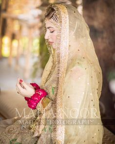 Naimal Khawar Khan made a gorgeous bride yesterday, her Donned her Mother's Wedding Dress for Nikkah. Read More. Pakistani Party Wear Dresses, Bridal Mehndi Dresses, Indian Wedding Gowns, Pakistani Bridal Dresses, Shadi Dresses, Bridal Looks, Bridal Style, Muslim Wedding Ceremony, Wedding Bride
