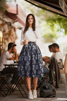 Dress with sneakers - Nice Ideas To Wear Skirts With Sneakers 42 Fashion Mode, Modest Fashion, Look Fashion, Fashion Dresses, Fashion News, Indian Fashion, Trendy Fashion, Runway Fashion, Fall Fashion