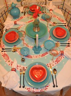 When oh when did Fiesta make heart shaped bowls? Love the tablecloth too. Everything about this makes me happy! Kitsch, Heart Shaped Bowls, Vintage Tablecloths, Brunch, Vintage Valentines, Valentine Crafts, Vintage Kitchen, A Table, Tablescapes