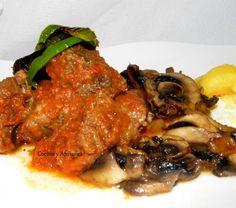 """Este guisito es delicioso, la carne se vuelve tierna y jugosa como mantequilla para nuestra boca, delicada y sutil y la salsa tiene un sabor suave, una mezcla de las hierbas, el tomate, el vino y la carne en una armonía perfecta. Es una receta que vale la pena. Esta receta es del """"Chef de Chefs"""", el Maestro Auguste Escoffier (28 de octubre de 1846-12 de febrero de 1935) , gran revolucionario de la cocina y precursor de lo que hoy en día se cuece en nuestro ...."""