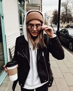 winter outfits uploaded by Mara R on We Heart It Hoodie Outfit Casual, Oversized Hoodie Outfit, Beanie Outfit, Oversized Jacket, Trendy Outfits, Fall Outfits, Cute Outfits, Fashion Outfits, Casual Winter Outfits