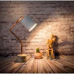 Lámpara de sobremesa industrial cemento cobre bote Euna Designs