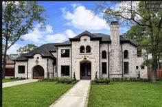 1615 Lynnview Dr - brick exterior