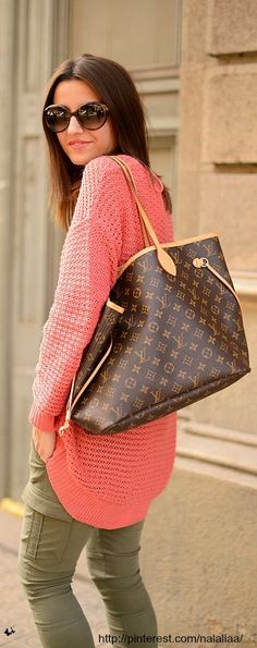 A large flexible bag in Monogram canvas suitable for business, travel or everyday use. The interior is beautifully laid out, so finding your belongings is quick and easy. | Neverfull GM Only $209.99! | Louis Vuitton Handbags