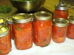 Canning Roma tomatoes - great! we have soooo many romas in the garden right now! Roma Tomato Recipes, Veggie Recipes, Healthy Recipes, Healthy Foods, Yummy Recipes, Recipies, Lake George Restaurants, My Favorite Food, Favorite Recipes