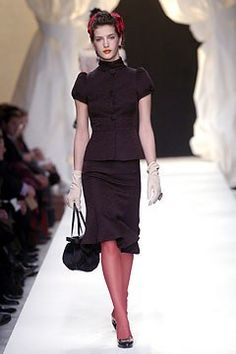 Moschino Fall 2004 Ready-to-Wear Fashion Show Collection
