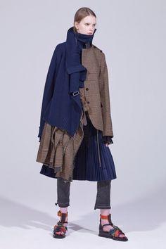 Sacai Pre-Fall 2018 Fashion Show Collection: See the complete Sacai Pre-Fall 2018 collection. Look 22 Autumn Fashion 2018, Fall Fashion Trends, Latest Fashion Trends, Fashion News, Fashion Brands, Fashion Outfits, Womens Fashion, Instagram Mode, Instagram Fashion