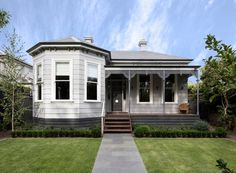 Trying to decide on a grey for your home? With entries now open for the Dulux Colour Awards we are reminiscing on some of our… Dulux Grey Colours, Dulux Exterior Colours, Cottage Exterior Colors, Grey Exterior, Paint Colours, Dulux Australia, Weatherboard House, Queenslander, Color Combinations Home