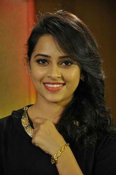 Cute Beauty, Beauty Full Girl, Beauty Women, Beautiful Bollywood Actress, Most Beautiful Indian Actress, India Beauty, Asian Beauty, Celebrity Smiles, Thing 1