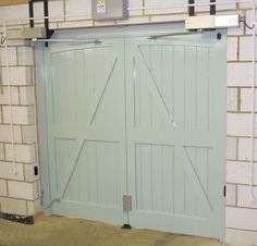 Delicieux Swing Doors With Hydraulic Operators
