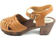Moheda Toffeln: Sofie Clogs, What To Wear, Sandals, Fashion, Slide Sandals, Moda, Sandal, Fashion Styles, Fashion Illustrations