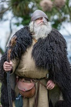 see? the authentic viking look, with NO HORNS ON THE HELMET! because vikings didn't use to sing 19th century operas!